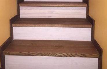 Обшивка ступенек деревом, марш между стен (превью)