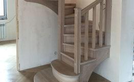 Винтовая лестница из дуба (превью)