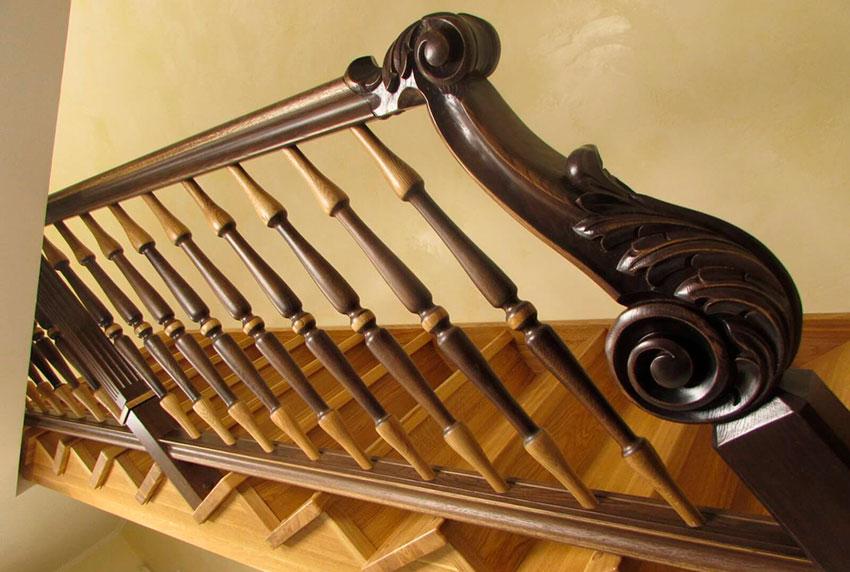Лестница с резьбой (фото)