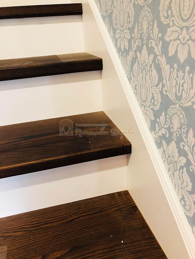 Деревянная лестница с подступеньками из МДФ (фото 4)