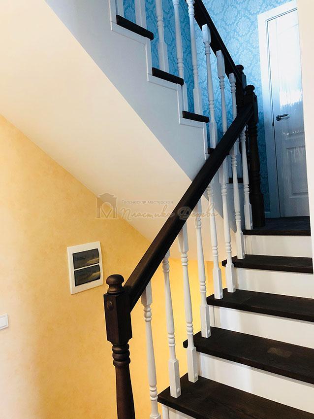 Деревянная лестница с подступеньками из МДФ (фото 6)