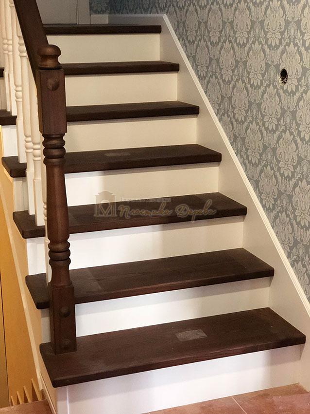 Деревянная лестница с подступеньками из МДФ (фото 7)
