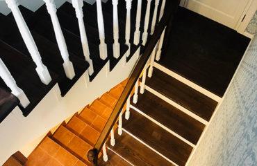 Деревянная лестница с подступеньками из МДФ (превью)