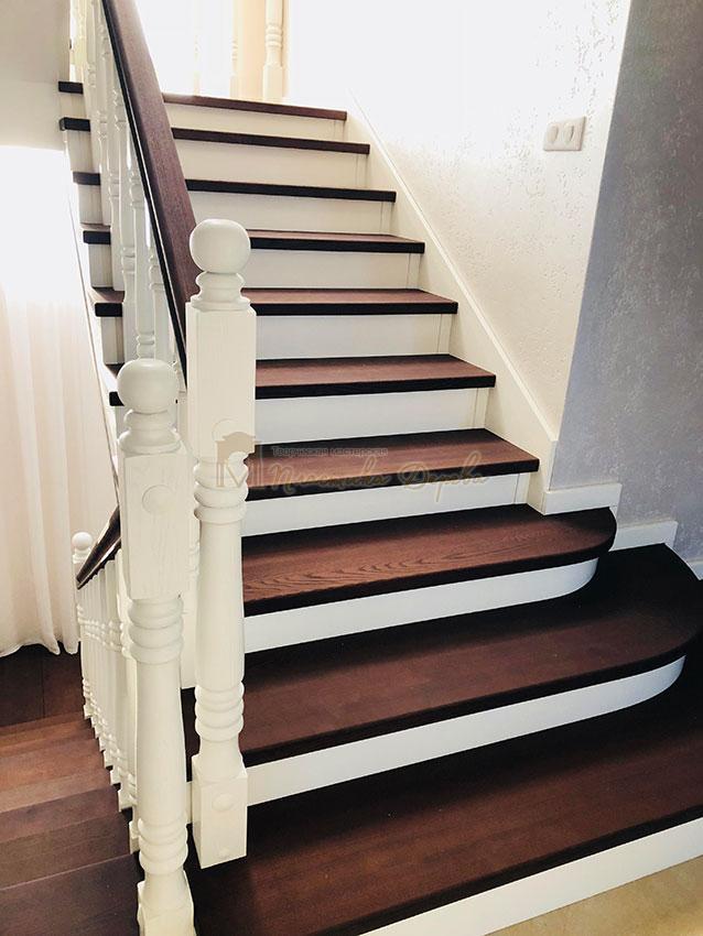 Обшивка лестниц деревом (фото 10)