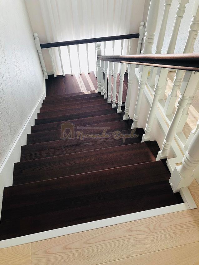 Обшивка лестниц деревом (фото 4)