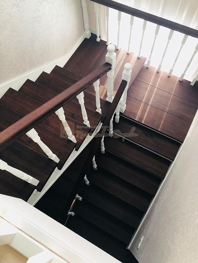 Обшивка лестниц деревом (фото 9)