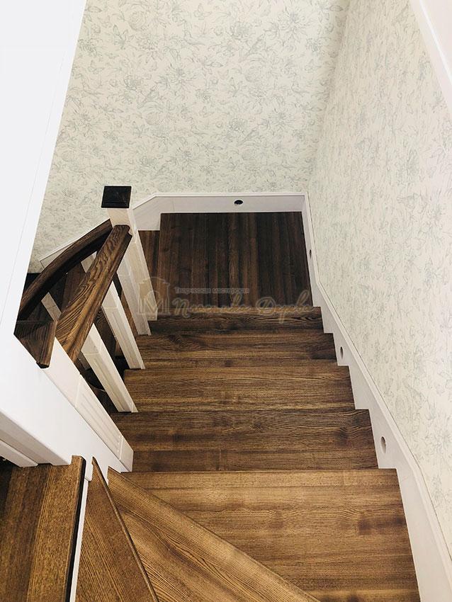 Обшивка металлических конструкций лестницы деревом (фото 2)