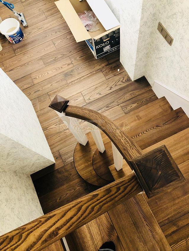 Обшивка металлических конструкций лестницы деревом (фото 5)