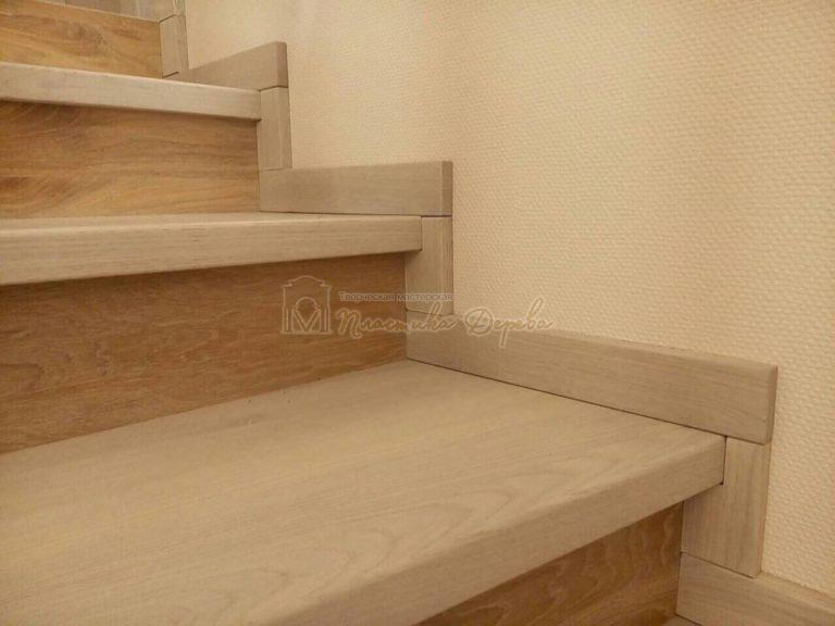 Обшивка бетонных маршей дубом (фото 5)