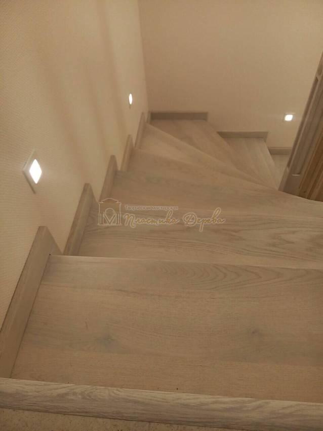 Обшивка бетонных маршей дубом (фото 6)