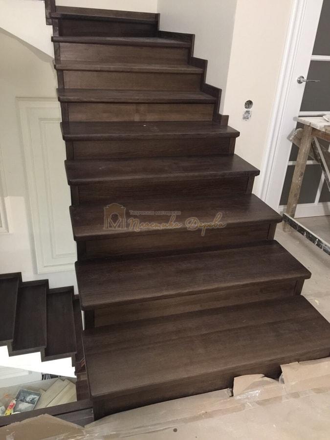Облицовка лестницы морёным ясенем (фото 2)