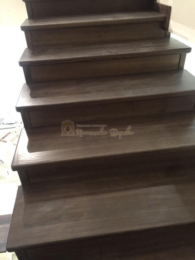 Облицовка лестницы морёным ясенем (фото 4)