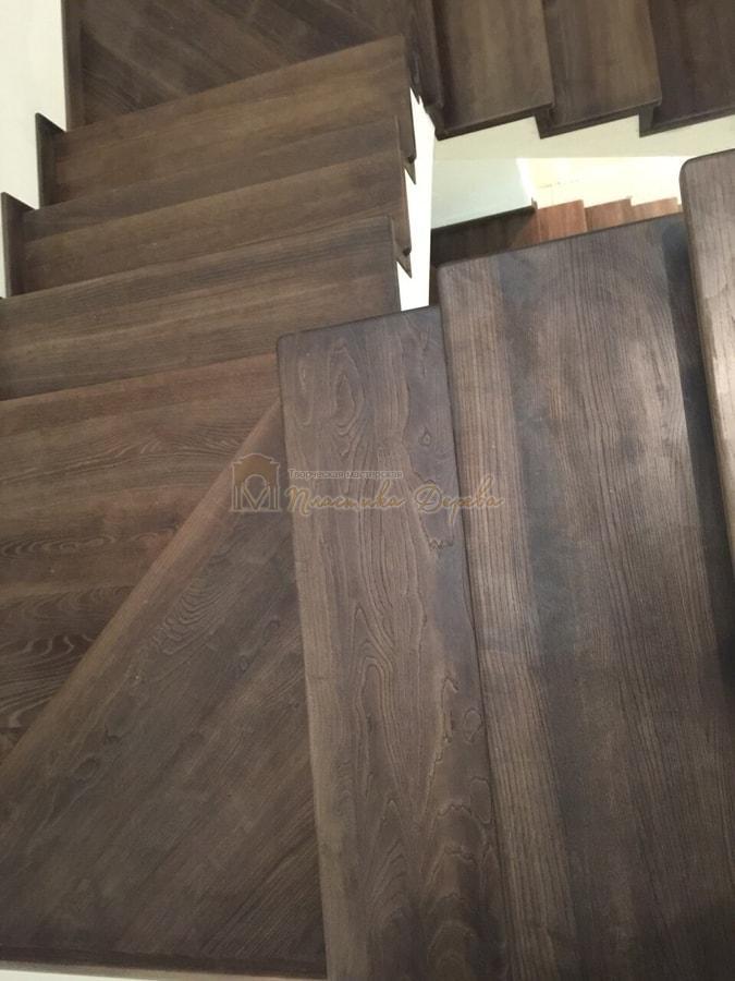 Облицовка лестницы морёным ясенем (фото 5)