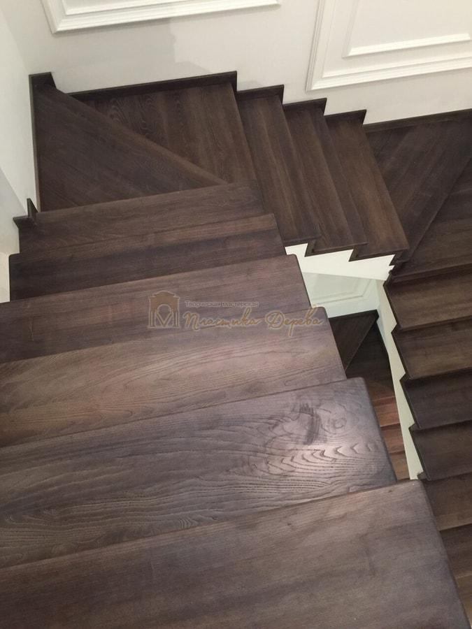 Облицовка лестницы морёным ясенем (фото 6)