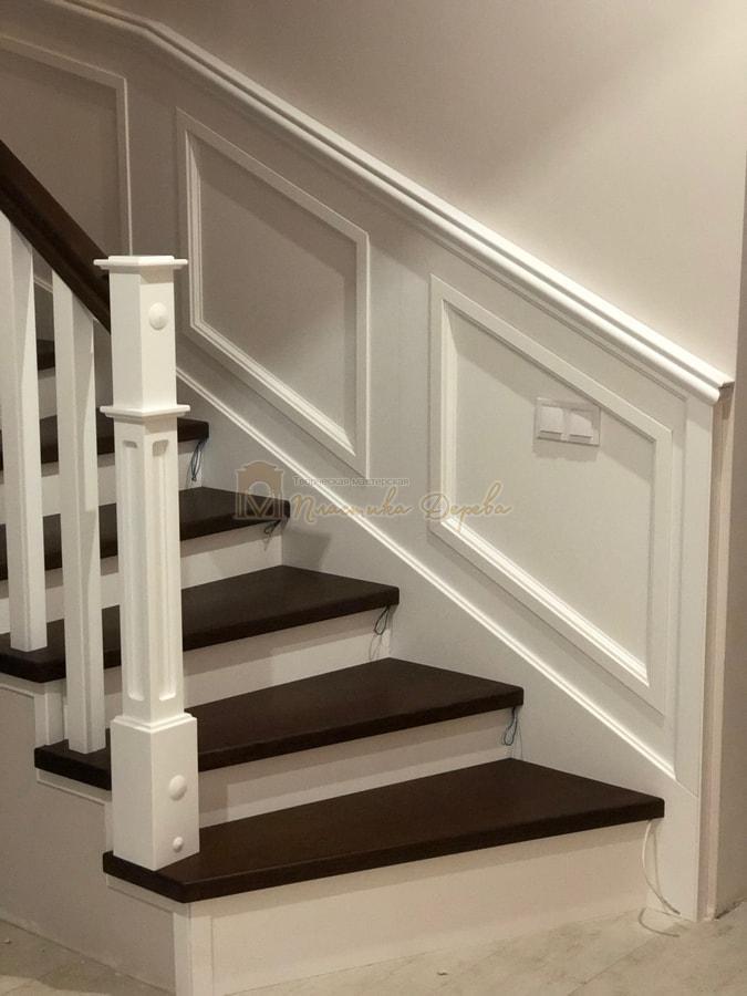 Лестница с декоративными панелями (фото 1)