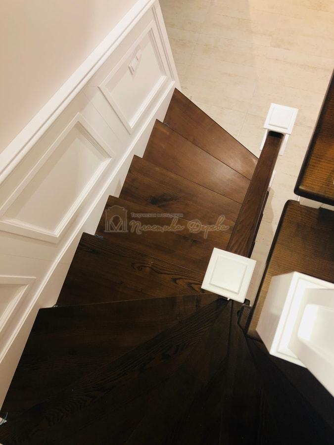 Лестница с декоративными панелями (фото 6)