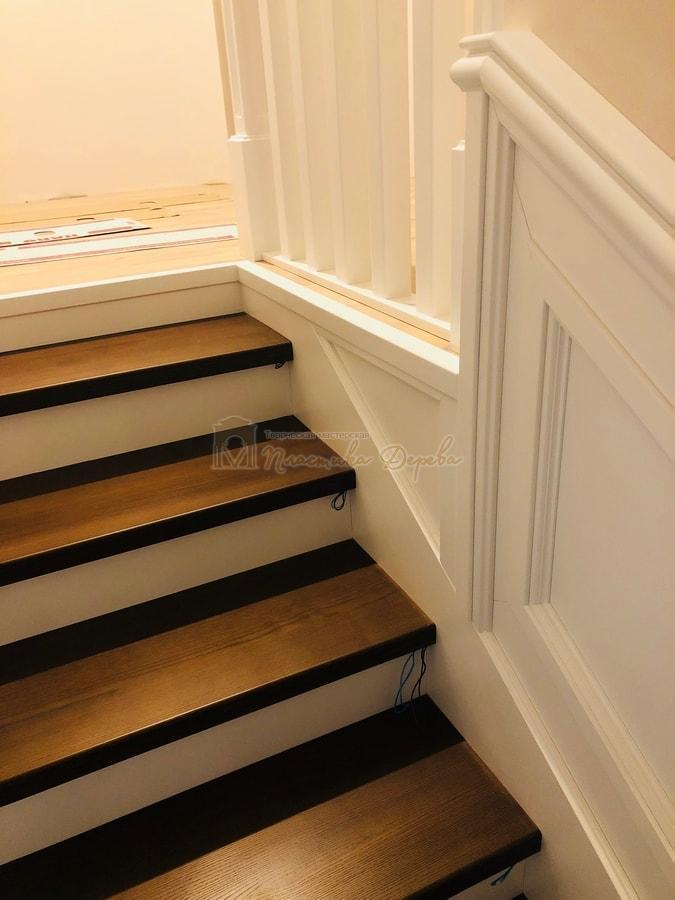 Лестница с декоративными панелями (фото 10)