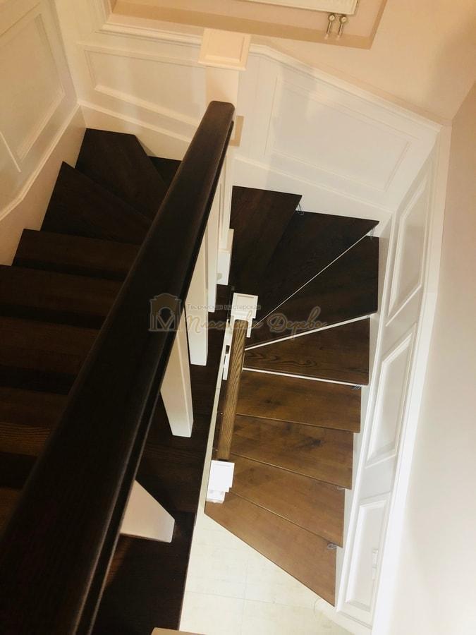 Лестница с декоративными панелями (фото 15)