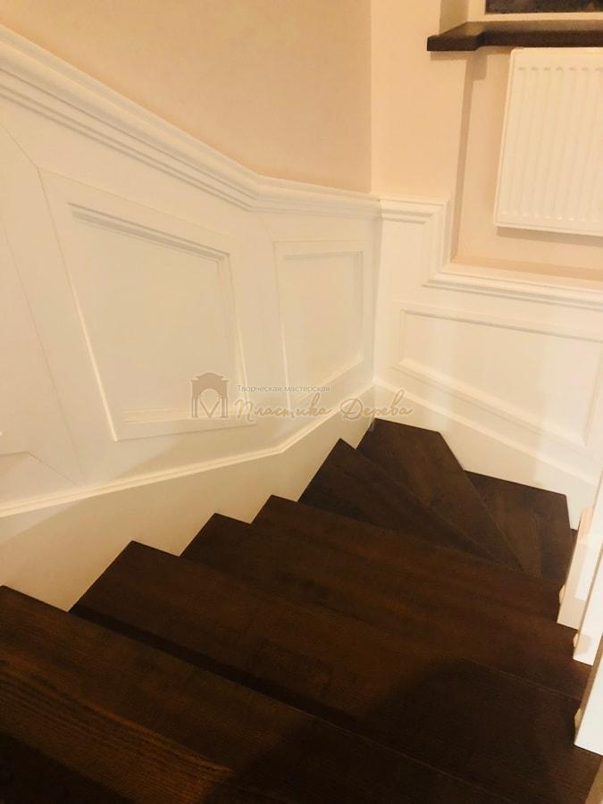 Лестница с декоративными панелями (фото 16)