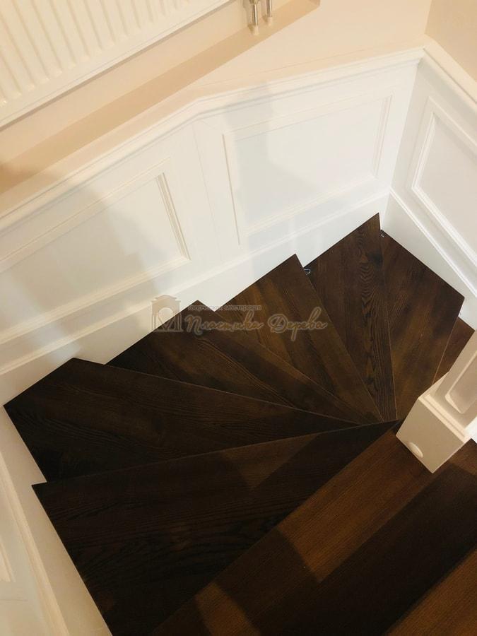 Лестница с декоративными панелями (фото 17)