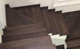 Облицовка лестницы морёным ясенем (превью)