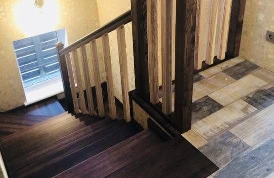Обшивка бетонной лестницы деревом в Лесника (фото)