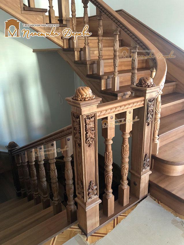 Дерев'яні сходи з художнім різьбленням «Інеса» (фото 1)