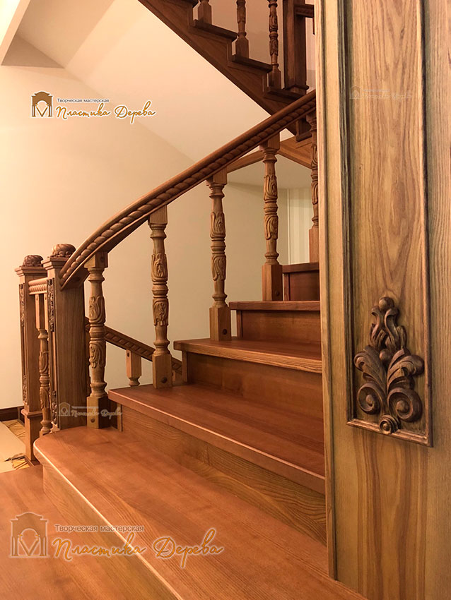 Дерев'яні сходи з художнім різьбленням «Інеса» (фото 4)