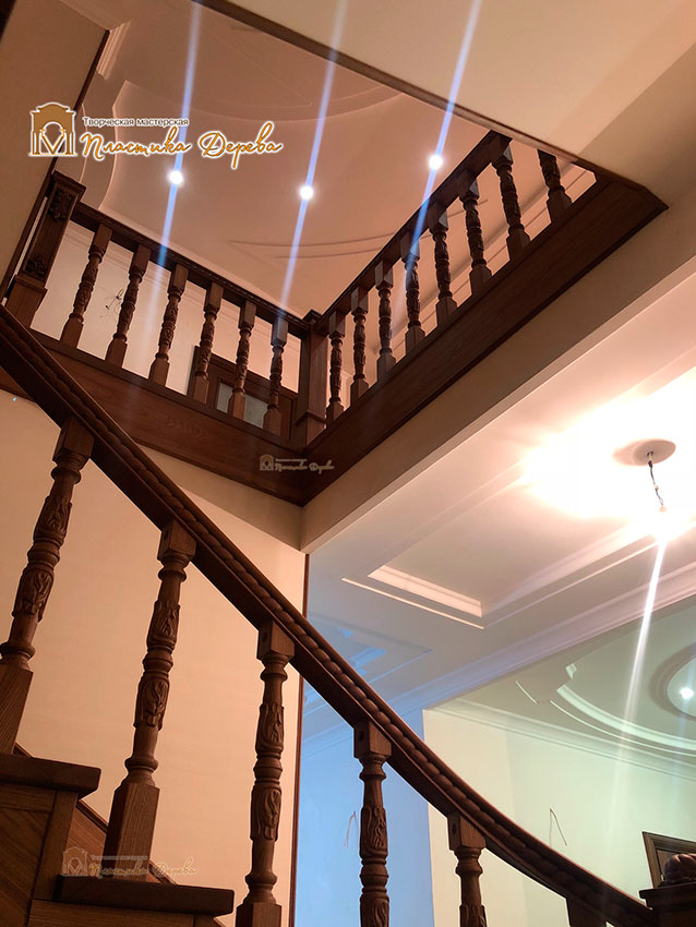 Дерев'яні сходи з художнім різьбленням «Інеса» (фото 6)