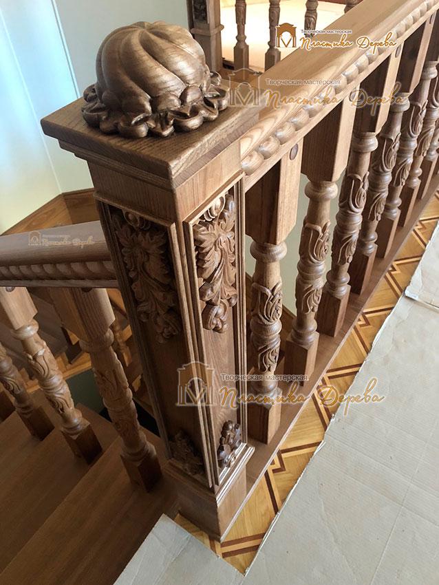 Деревянная лестница с художественной резьбой «Инесса» (фото 2)