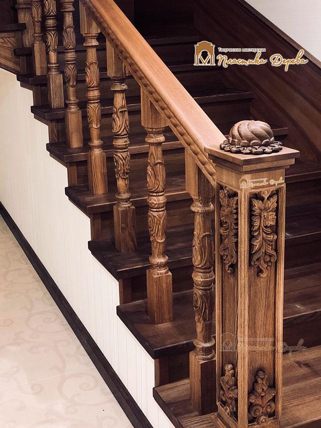 Деревянная лестница с художественной резьбой «Инесса» (фото 3)