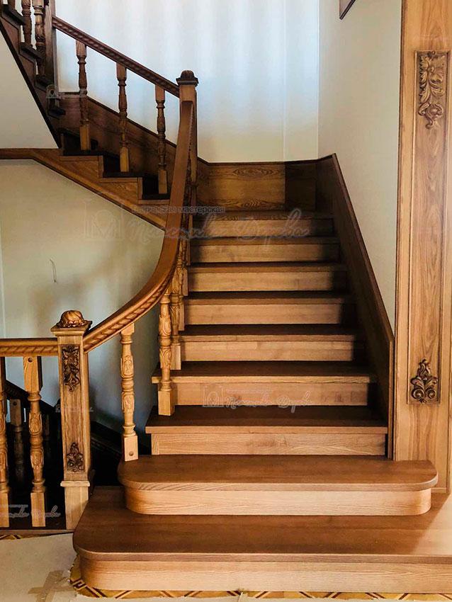 Деревянная лестница с художественной резьбой «Инесса» (фото 8)